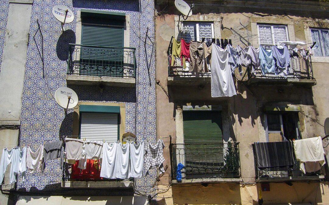 Tender la ropa del balcón de casa puede ser motivo de sanción