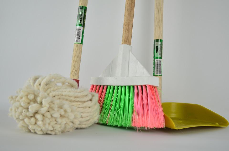 ¿Quién limpia las zonas comunes de mi comunidad de vecinos?